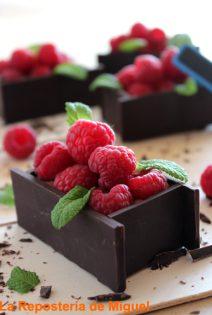 Cestitas de Chocolate con Frambuesas