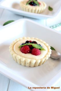 Tartaletas de Crema Ligera y Frutos del Bosque