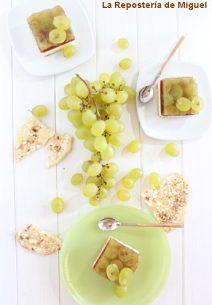 Mini Pasteles de Queso, Membrillo y Uvas.