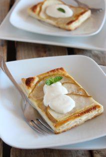 Tartas de Pera con Crema de Nata, Miel y Bourbon