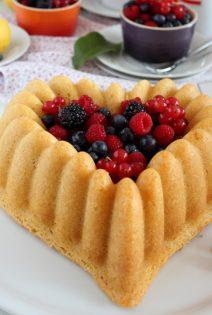 Corazón Bundt Cake de Limón y Frutos del Bosque
