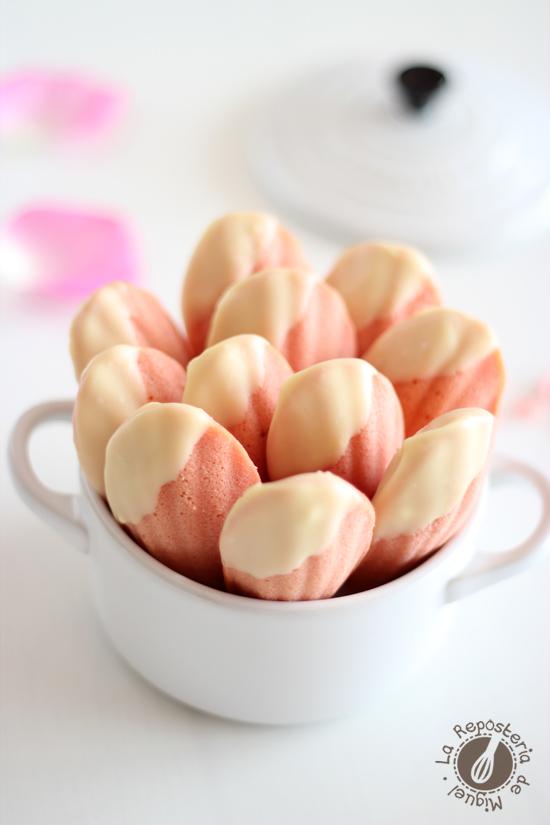 Madeleines de Fresa y Chocolate Blanco