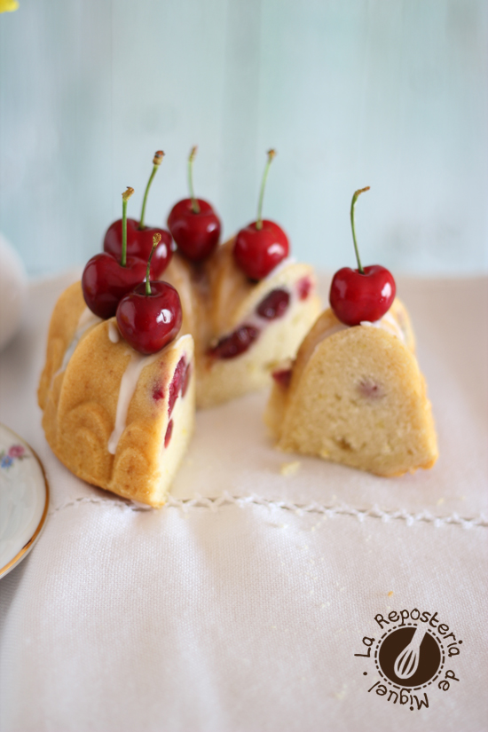 Bundts Cakes de Yogurt y Cerezas
