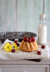 Bundt Cakes de Yogurt y Cerezas