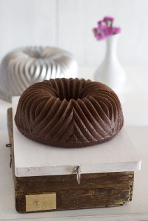 Bundt Cake de Vino Tinto, Chocolate y Frambuesas