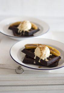 Gofres de Chocolate, Café y Plátano Caramelizado