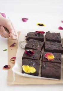 Brownie de Chocolate y Jalea de Pétalos de Rosas