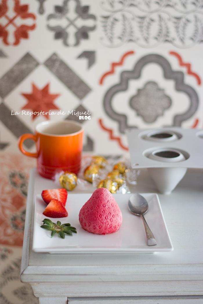 Mousse de Fresa con corazón de bombón