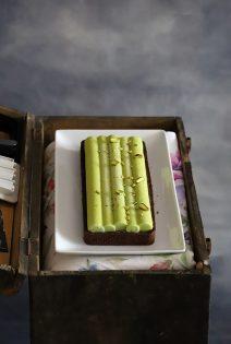 Tarta Chiboust de Chocolate con Haba Tonka y Pistacho